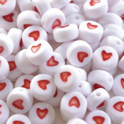 Pärlor röda hjärtan - ca 200 stycken