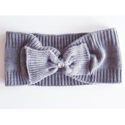 Hårband i stickat med rosett och pärla grå
