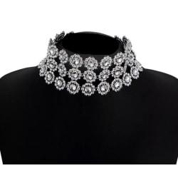 Brett Glittrande Silver Halsband - 3-radigt Choker med Blommor Silver