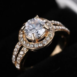 Guld Ring med Vita CZ Kristaller - 18K Guldpläterad - Stl 17,5 Guld