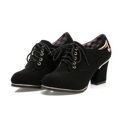 Svarta skor med klackarna 36