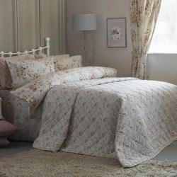 Belledorm Körsbärsröda sängäcke Double Elfenben