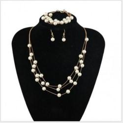 Smyckeset halsband, örhäng och ringen