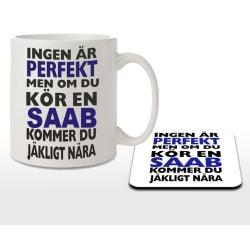 Mugg + Underlägg med tryck Ingen är perfekt men kör SAAB...