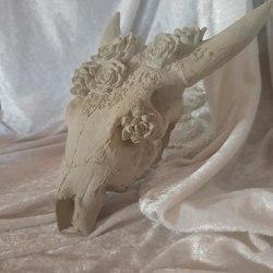 Djurhuvud med Rosor i Betong Djurhuvud med Rosor- Väggupphä