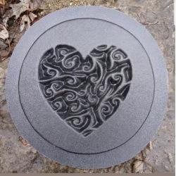 Platta med hjärta - Betong platta - Betong Platta hjärta klar/skyddslack