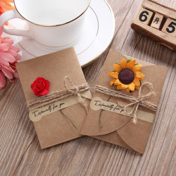 10st Kraftpapper Hälsningskort kuvert Handgjord torr blomma i