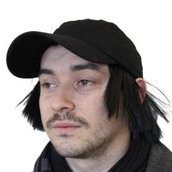 Keps med svart peruk