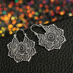 Vintage ihåliga snidade blommor droppa örhängen örhängen Silver