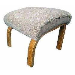 593 Fårskinns pall i böjträ tillhör stol 590 sand