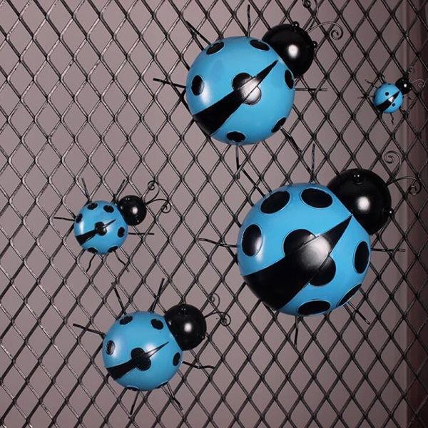 simulering nyckelpiga metall krok vägg hängande utomhus trädgård staket