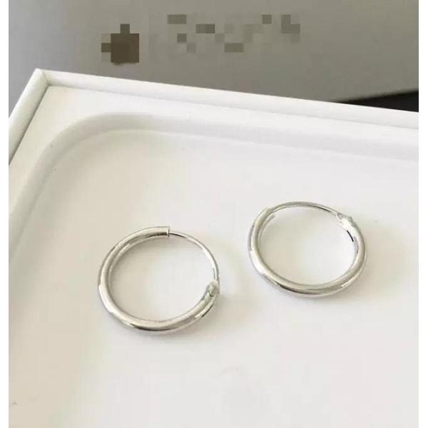 Blanka Enkla Små Hoop Silver Örhängen - Klassiska & Stilrena  Silver