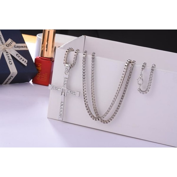 The Fast and Furious Silver Halsband - Kors med Vita Rhinestones Silver