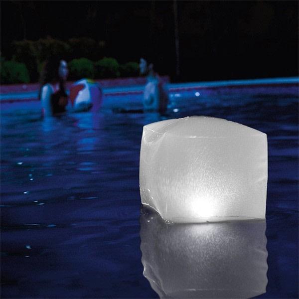 Uppblåsbar LED-kub för pool Intex