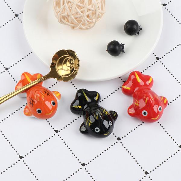 1 st Keramiska ätpinnar Cartoon Holder Rack Fisk ätpinnar Håll