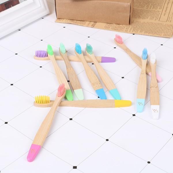 barn flerfärgad bambutandborste