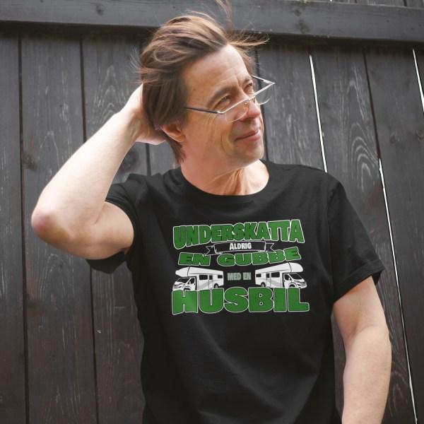 Husbil T-shirt Underskatta aldrig en gubbe med en husbil ! Black XL