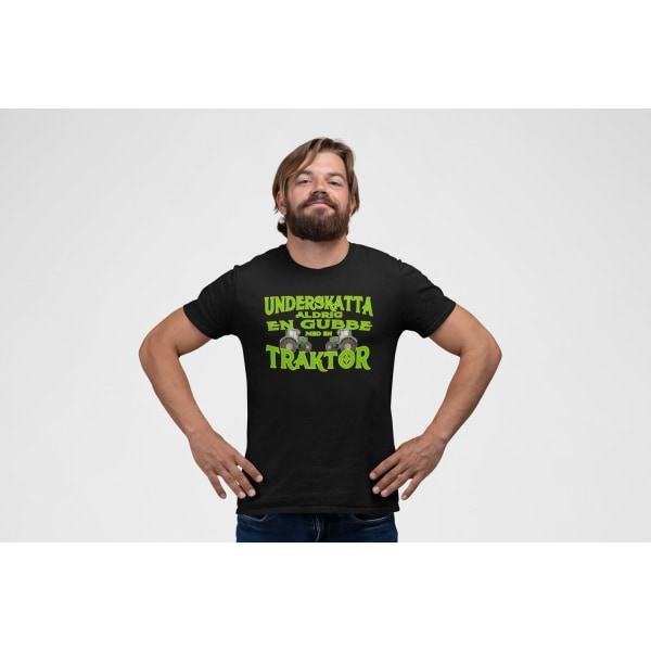 Traktor  bonde T-shirt Underskatta aldrig en gubbe med traktor ! Black XXL