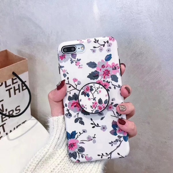 Modeskal med ringhållare till iPhone 7/8 Plus i ljusrosa blommor