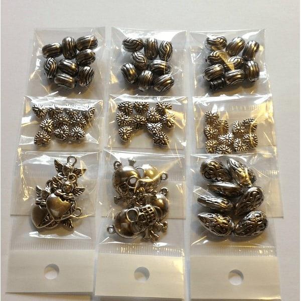 9 små påsar med pärlor