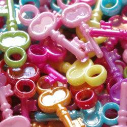 100 nycklar i plast