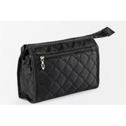 Kviltad necessär i svart för henne med ficka på utsidan. svart 25x16x8,5 cm