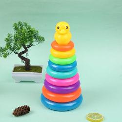 Gul anka leksak med regnbågefärg som staplar ringar Tower Toy Bath