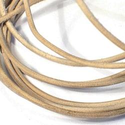 10 meter  naturfärgad läderrem  3 mm. tjock