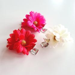 3 hårspännen med blomma flerfärgad