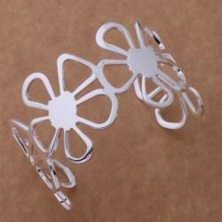 Brett Stelt Silver Armband / Bangle med 4 st Stora Blommor  Silver