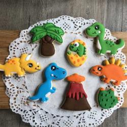 8st bakformar/pepparkaksform med dinosaurier tema