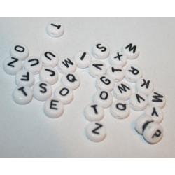 300 stycken bokstavspärlor Bokstäver vit platta 4x7mm Alfabet al