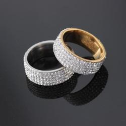 Vacker ring med Zirkon strass guld och silver Silver one size