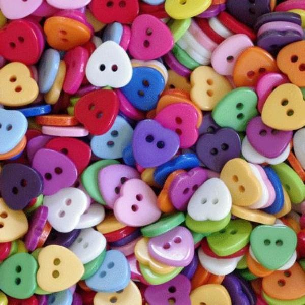 100 knappar i resin - hjärtan