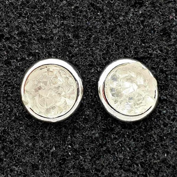 Kova rock -laavakristalli, kiiltävä kivi korvakorunappi White one size