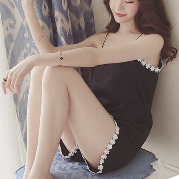 Kvinnans sexiga pyjamas med spetsar i topp och botten Svart M
