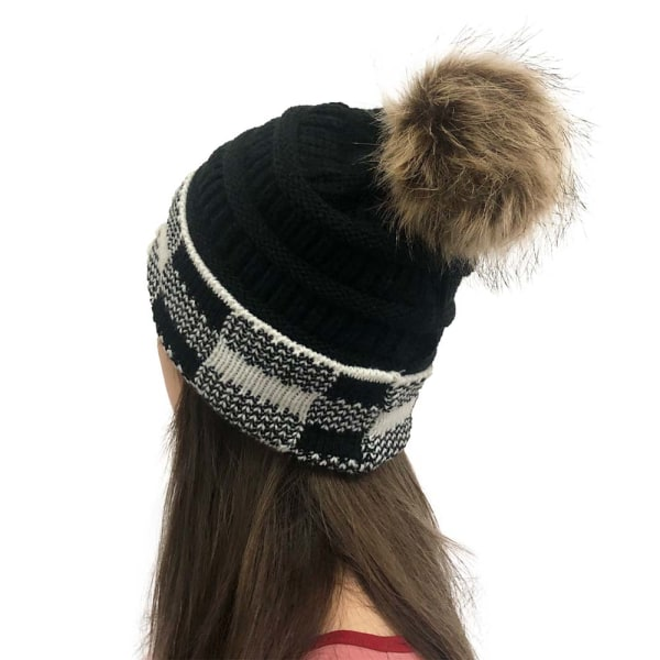 Mode retro huvudbonad kvinnas rutiga ullboll stickad hatt Black and white 55~60cm