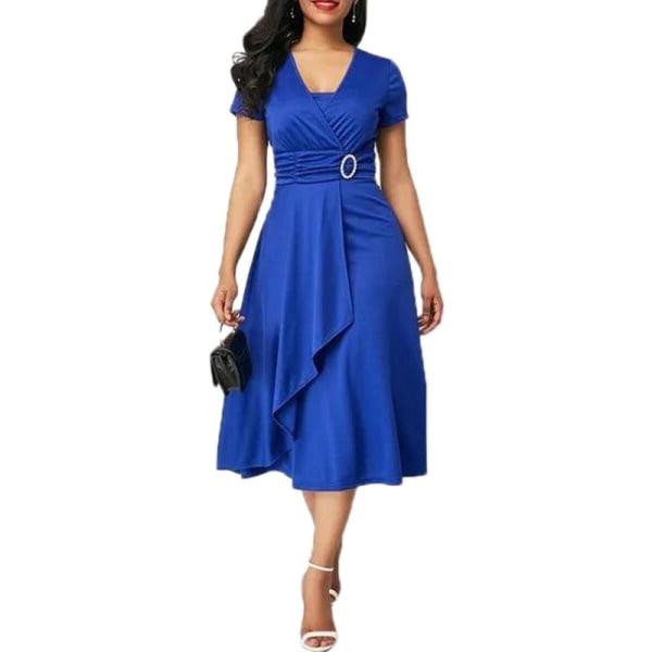 Klänning i midjeband med ren färg