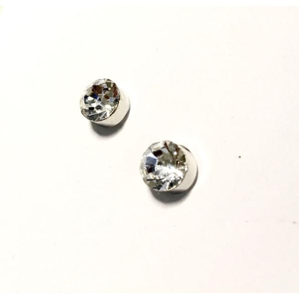 4 par Magnet örhängen med vita runda stenar  silver