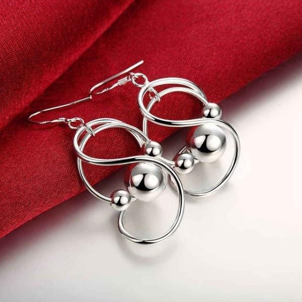 Silver Örhängen - Unik & Vacker Design med Kulor Silver
