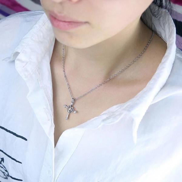 Vackert Silver Halsband - Kors med Hjärta & Rhinestones Silver