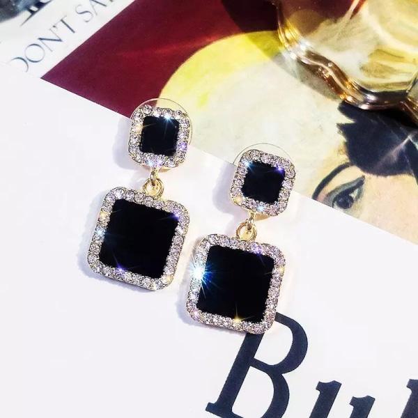 Guld Örhängen med Blanka Svarta Fyrkanter & Vita Rhinestones Guld