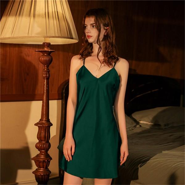 Satäng hängslen nattklänning hemtjänst