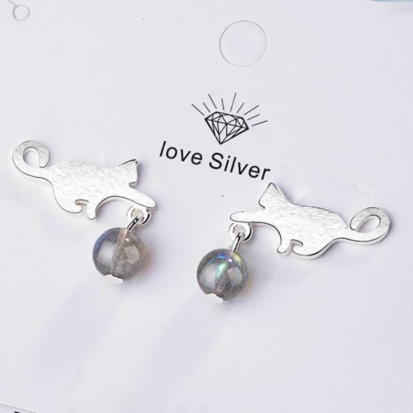 Silverörhänge: lekande katt silver