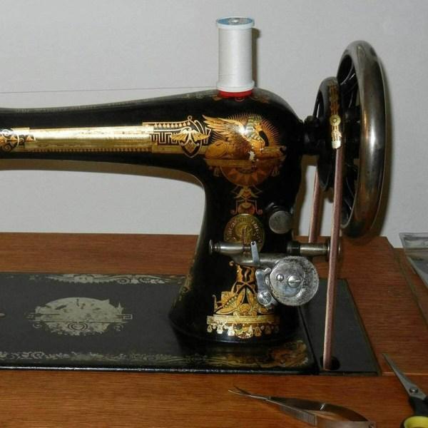2st Vintage symaskin Läderbälte Trampbälte med krok