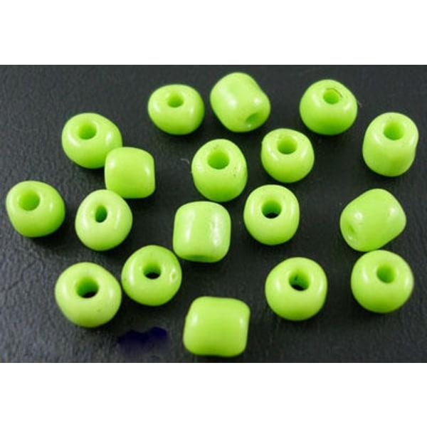 75 grammaa noin 800 kpl Läpinäkymättömiä vihreitä lasihelmiä 6/0 siemenhelmiä